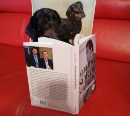 Byron legge il libro Alberto Sordi segreto