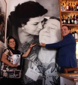 Igor Righetti con Sabrina Sammarini, figlia dell'attrice Anna Longhi, e una bellissima foto della madre con Alberto Sordi