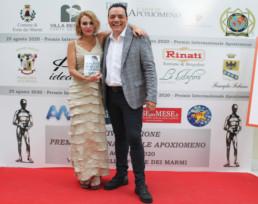 Igor Righetti con l'attrice e modella Denny Mendez.