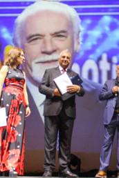 Igor Righetti premia lo scrittore e autore di Striscia la Notizia, Lorenzo Beccati